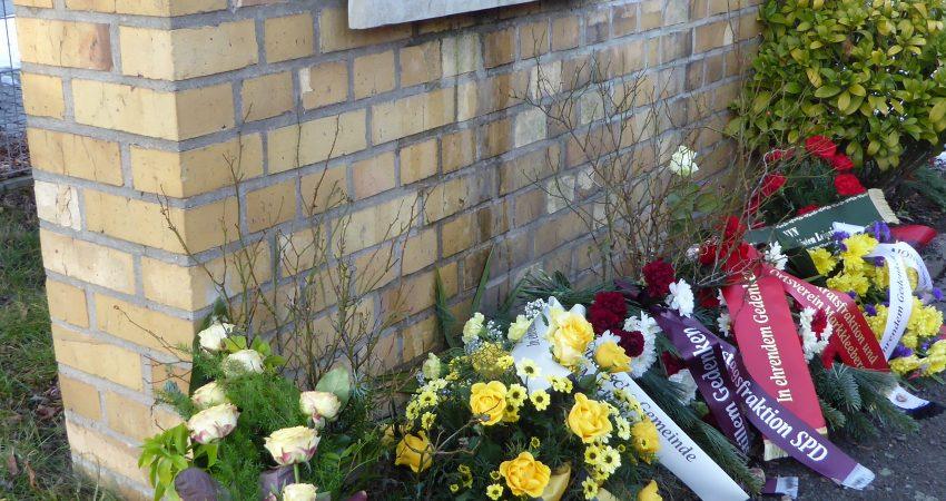 Gedenktafel zum KZ-Außenlager im Equipagenweg